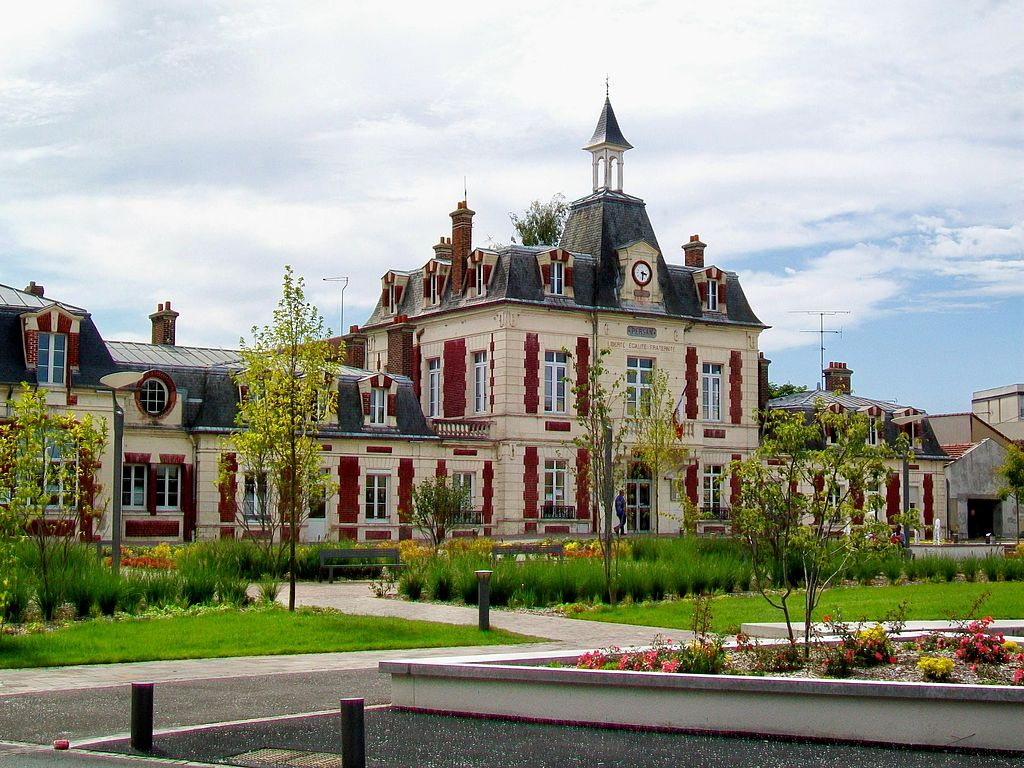 Persan (95), mairie, avenue Gaston-Vermeire