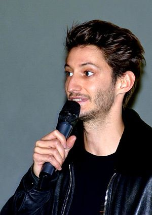 Five (2016 film) - Pierre Niney speaking at a promotional event for the film