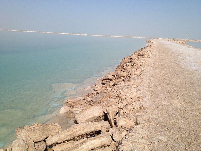 ירידת מפלס המים של ים המלח