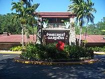 Pinecrest Gardens FL park entr02.jpg