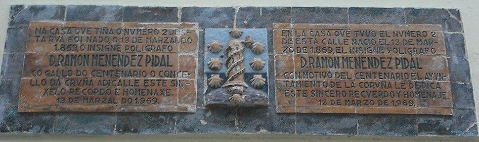 Placa conmemorativa de Menéndez Pidal en La Coruña
