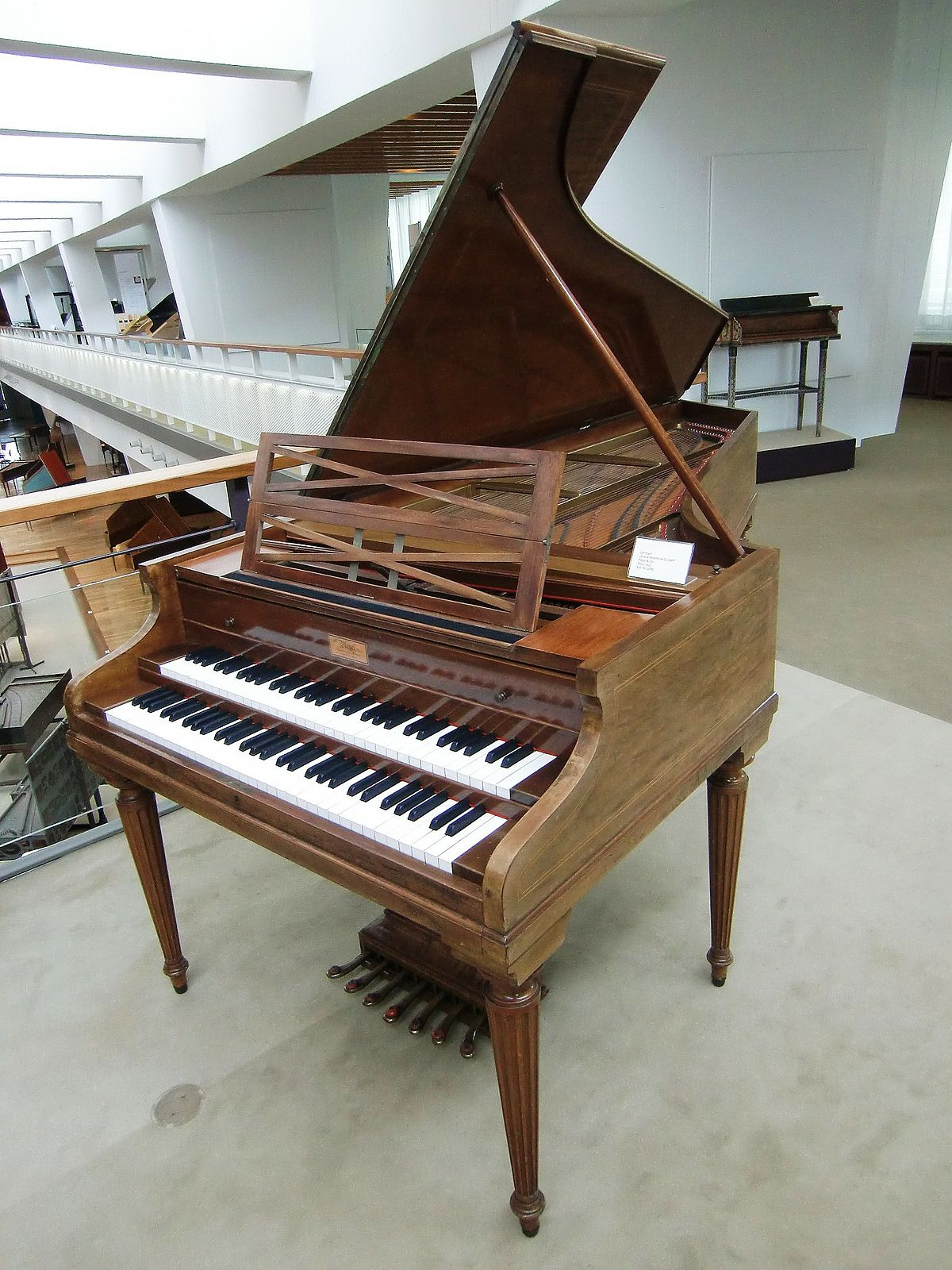 Contemporary harpsichord - Wikipedia