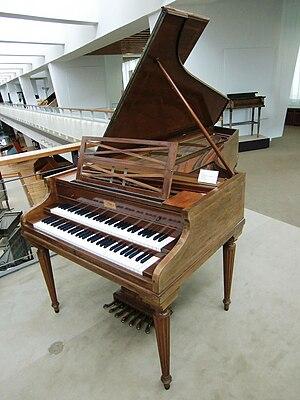Wanda Landowska - Landowska's favored instrument, the Pleyel Grand Modèle de Concert (1927) Berlin: Musikinstrumentenmuseum