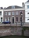 foto van Pand met lijstgevel, vijf ramen breed herenhuis, getande lijst