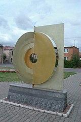 http://upload.wikimedia.org/wikipedia/commons/thumb/5/5e/Poland_Piatek_-_center_of_country.jpg/160px-Poland_Piatek_-_center_of_country.jpg