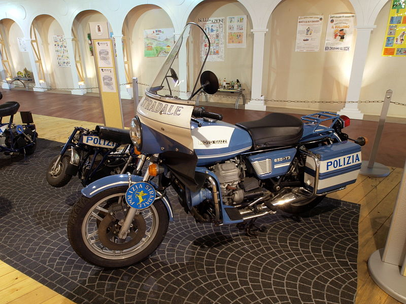 File:Polizia Stradala Moto Guzzi 850-T3 photo.JPG