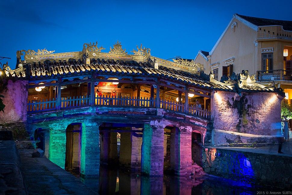 """Pont-pagode """"japonais"""" de Hoi-an, vue de nuit"""
