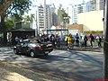 Ponto de ônibus cheio por causa do Jogo do Brasil - panoramio.jpg