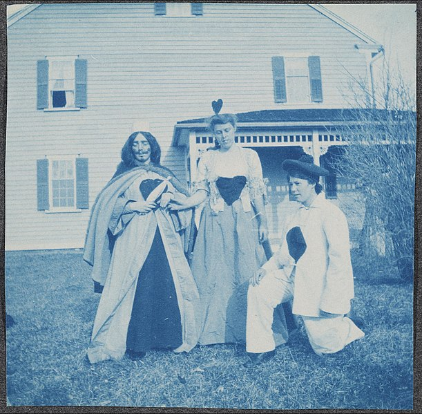File:Portrait of Radcliffe students in costumes, ca. 1899-1905. (17791654049).jpg