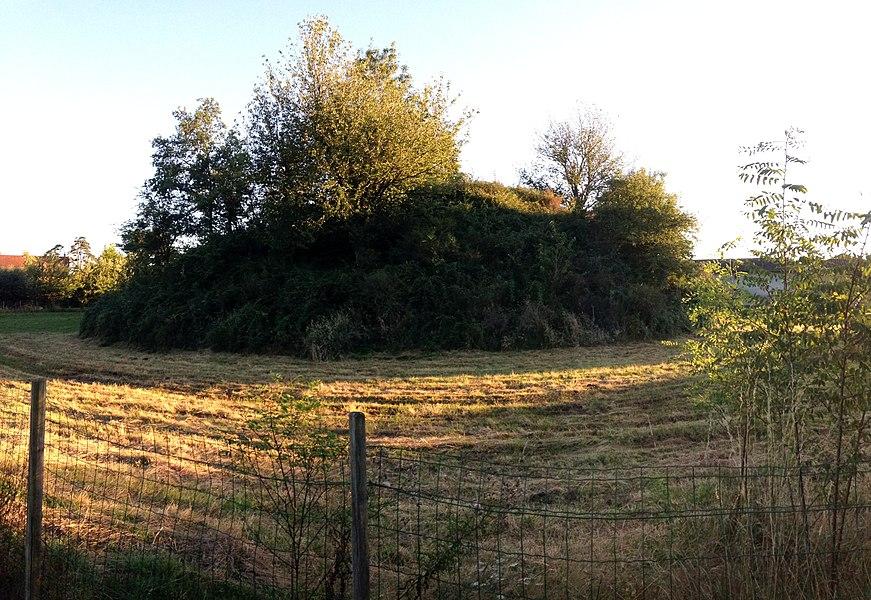 La poype de Saint-Cyr-sur-Menthon dans le hameau du Chanelet