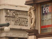 Prag Adriapalast Eckfigur 201610.jpg