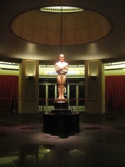 Preparing for the 84th Annual Academy Awards - giant Oscar statue (6787512754).jpg