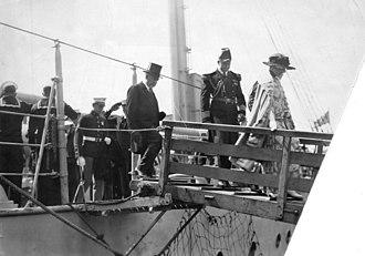 USS Henderson (AP-1) - Warren Harding and Florence Harding disembark from the USS Henderson at Vancouver, British Columbia, Canada, July 26, 1923.
