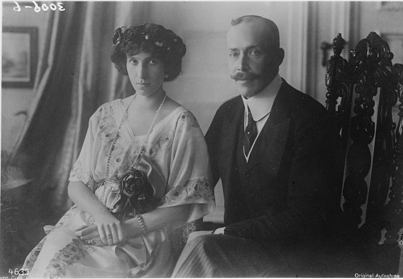 800px-Prince_and_Princess_of_Albania_5051566232_1c17f6c1bc_o.jpg