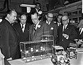 Prins Bernhard bezoekt Filmmaatschappij Geesink. Rondleiding, Bestanddeelnr 913-4864.jpg