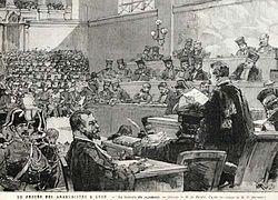 La lectura del juicio después de una impresión de la prensa.