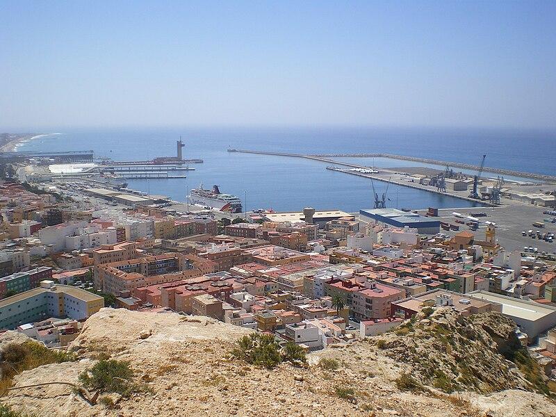 https://upload.wikimedia.org/wikipedia/commons/thumb/5/5e/Puerto_Comercial_(Almería).jpg/800px-Puerto_Comercial_(Almería).jpg