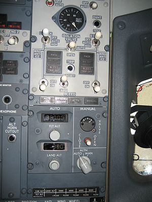 Cabin pressurization - The pressurization controls on a Boeing 737-800