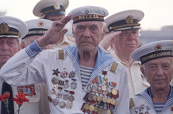 RIAN archive 143895 Seamen-veterans on Army Glory day.jpg