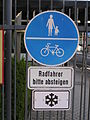 Radfahrer absteigen P6130115jm.JPG