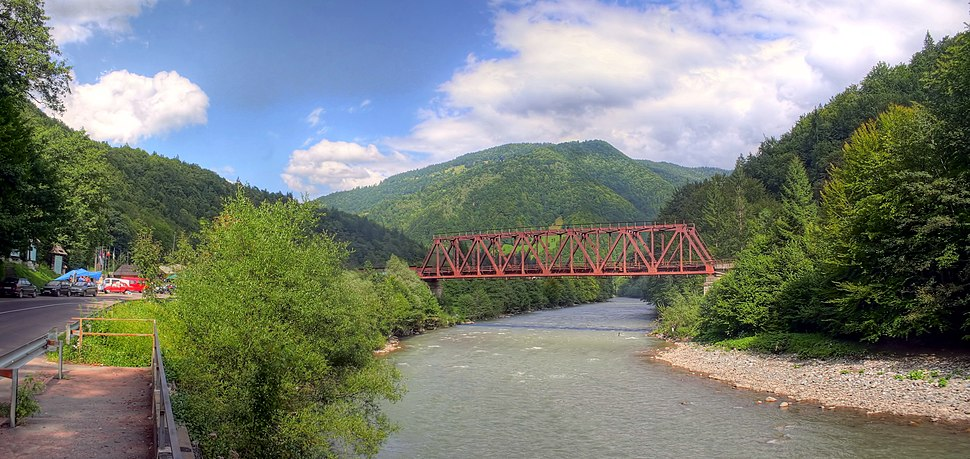 Railway bridge over the river Tisza - near Rakhiv - Ukraine (4043-48)