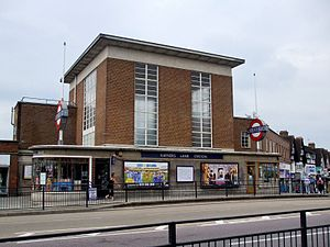 Rayners Lane tube station - Image: Rayners Lane stn building