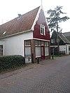 foto van Eenvoudig huis met zadeldak