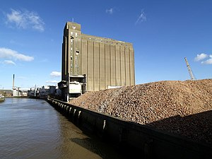 Wilmington, Kingston upon Hull - Remains of demolished Spillers mill, with 1950s concrete silo behind (2008)