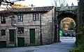 Ribadavia, Galiza. Rúa e arco- 15 feb 09.jpg