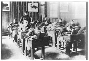 HM Prison Rochester - Rochester schoolroom and pupils c 1906 (Picture from Galleries of Justice Museum)
