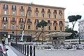 Rom, Palazzo und Brunnen auf dem Platz Piazza del Viminale.JPG