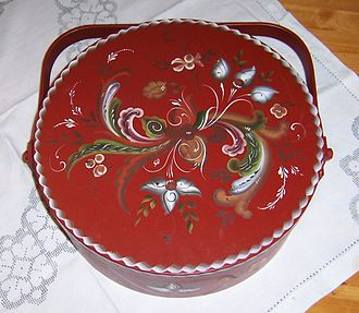 Rosemåling - Rosemåling decorated with floral paintings in a traditional design