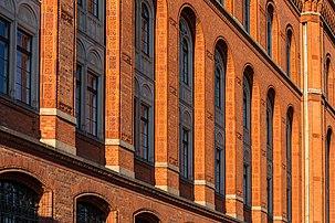Détail de la façade est du Rotes Rathaus, à Berlin. (définition réelle 5472×3648)