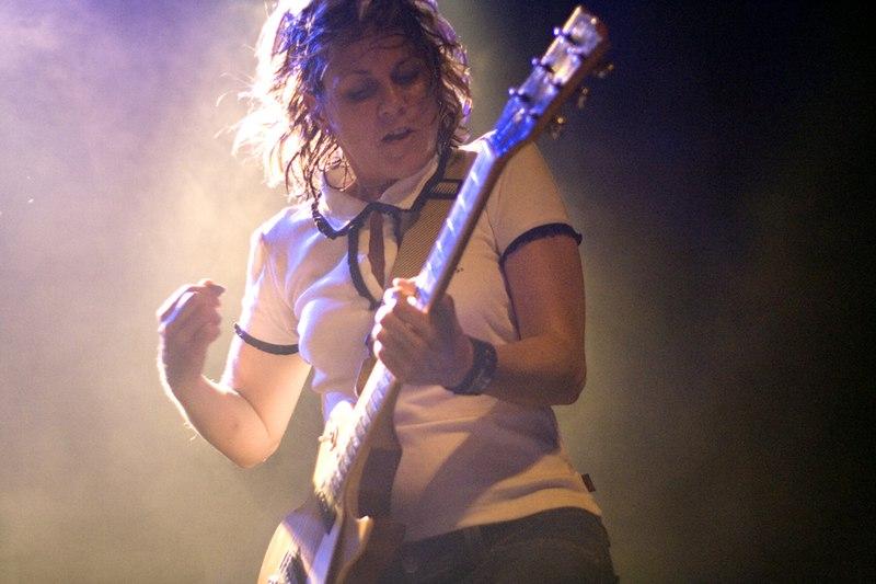 File:Ruthie Morris guitar 2006.jpg