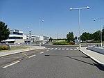 Ruzyně, K letišti 27 a kruhový objezd.jpg