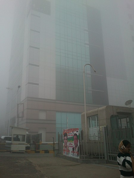 File:Sapient Building on a foggy winter morning - panoramio.jpg