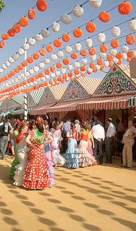 """Estampa típica de una calle del """"Real de la Feria de Abril"""""""