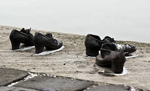 Shoes Danube Promenade IMGP1315.jpg