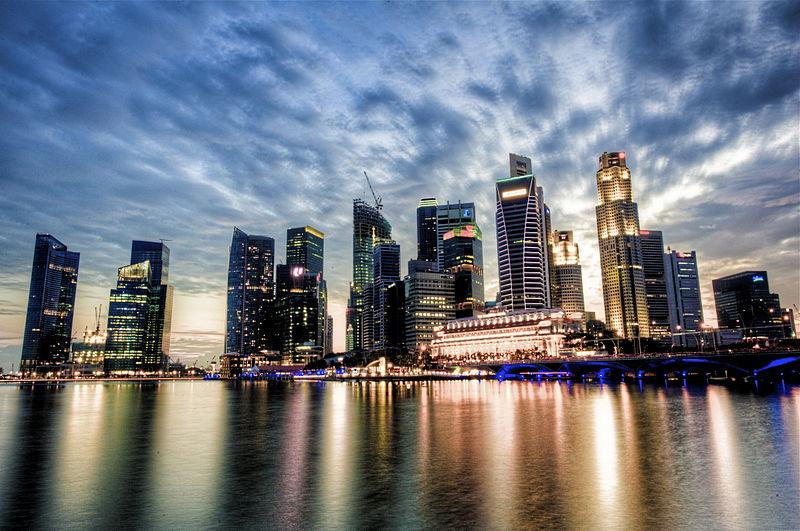 Ficheiro:Singapore Skyline at Dusk.jpg