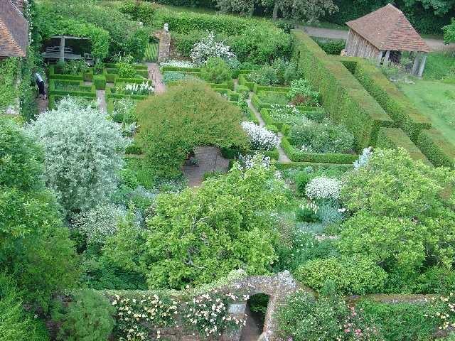 Sissinghurst Castle Garden - The White Garden - geograph.org.uk - 26686