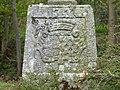 Socle de la croix du château de la Motte-Basse.JPG