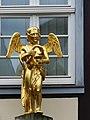 Soest – Engel-Apotheke – goldener Engel - panoramio.jpg