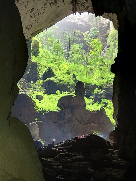 A World Unknown 450px-Son_Doong_Cave_1
