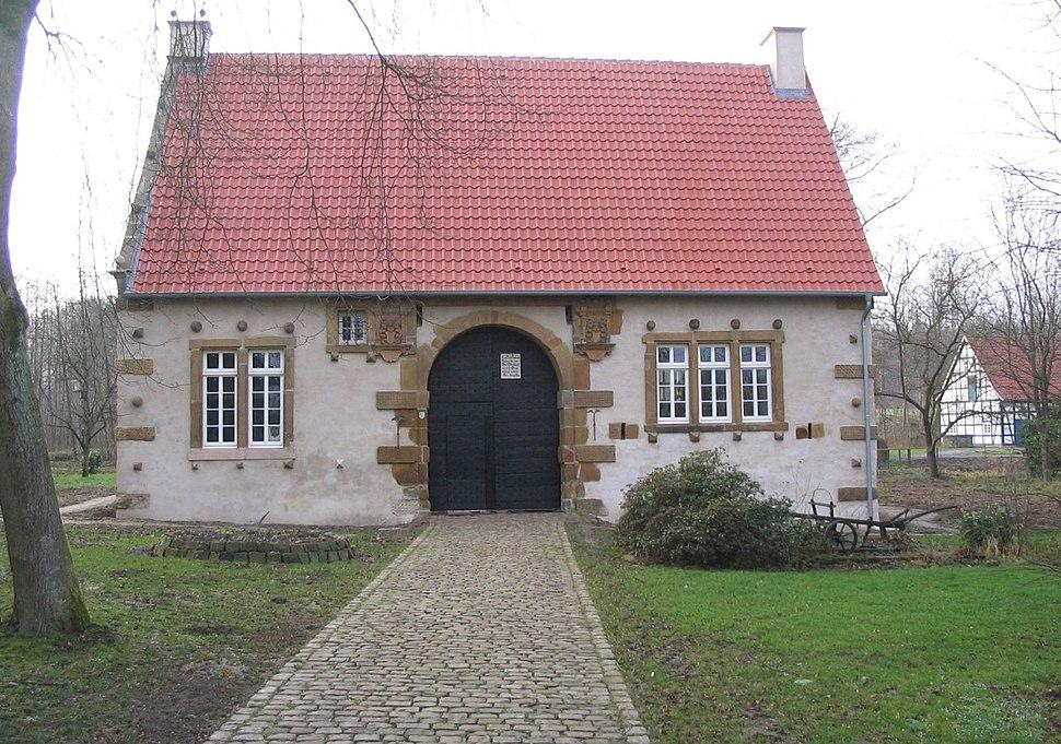 Spenge-Werburg-Torhaus-20050114 1519 1969-1200px