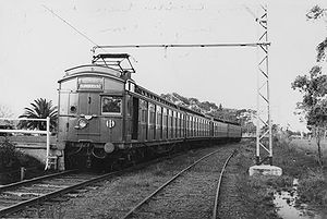 1919 in rail transport - 4-car Tait train at Spring Vale Cemetery station, Melbourne