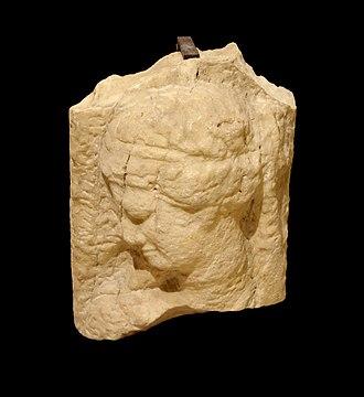Arwad - Image: Stèle albâtre syrie Aruad Arados Louvre AO4815