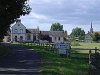 St Maurice sur Huisne - Mairie et église.jpg