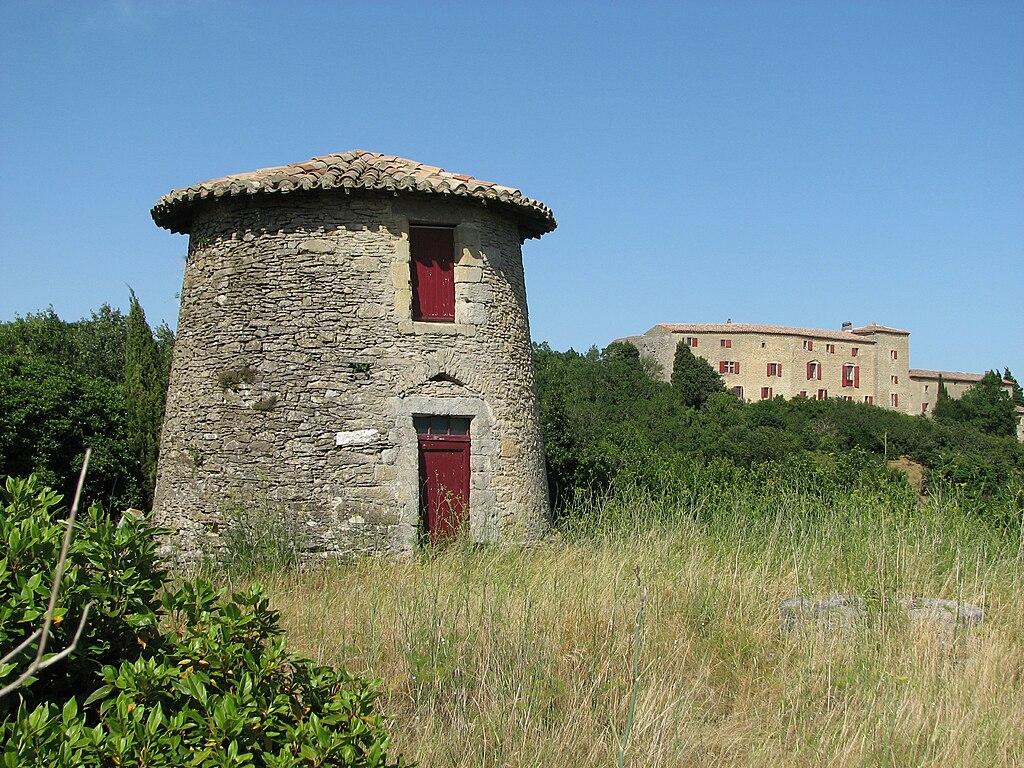 Le moulin et le château de Saint-Paulet
