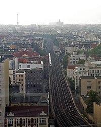 Stadtbahn-mit-S-Savignyplatz.jpg