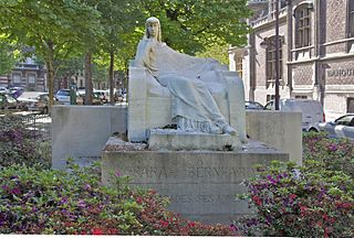 Monument to Sarah Bernhardt
